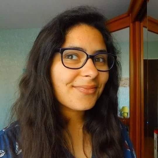 Je m'appelle Sofia, je suis étudiante, blogueuse et rédactrice web. Je suis passionnée de lectures depuis petite et au fil du temps j'ai appris à lire de tout ( même s'il y a des genres littéraires que je lis moins que d'autres ^^) ! J'aime aussi la musique qui fait partie de moi et le cinéma, comme les livres, j'écoute et regarde de tout (sauf de l'horreur xD) ! Concernant, mon blog : Bookscritics, je l'ai créé il y a dix mois ( le 16 mars 2016), avec l'envie de partager mes avis livresques et cinématographiques (d'ailleurs, mes films, je les partage plus sur ma page facebook :)). Pour moi, ça m'a toujours semblait important de donner son avis sur les livres ou n'importe quoi d'autres, d'ailleurs. ^^ Ce que j'aime avec mon blog c'est qu'il m'a permis de découvrir un monde que je ne connaissais pas avant et de lire des lives auxquels je n'aurais jamais pensé acheter avant ! ;)